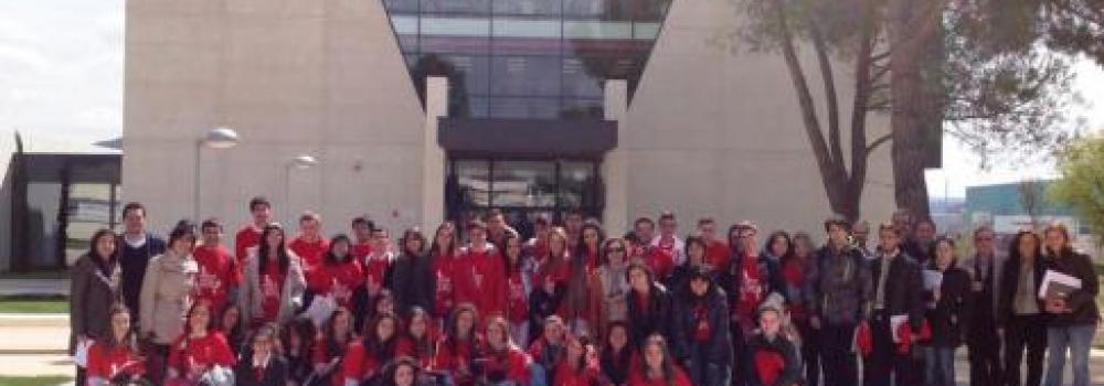 Estudiantes De Bachillerato Resuelven Un Reto Diseñando De Modo Cooperativo Un Ingenio Volador Centro Universitario Cardenal Cisneros Cucc Cucc